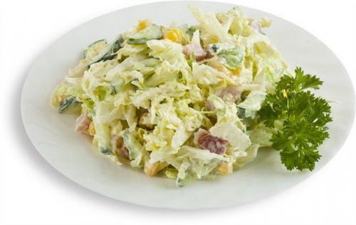 Салат с капустой кукурузой яйцом ветчиной